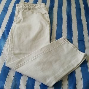 NWOT Ann Taylor Curvy Cropped Jeans Size 8